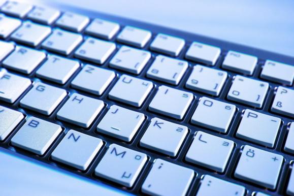 Les ventes de PC baissent en France moins vite qu'ailleurs dans le monde