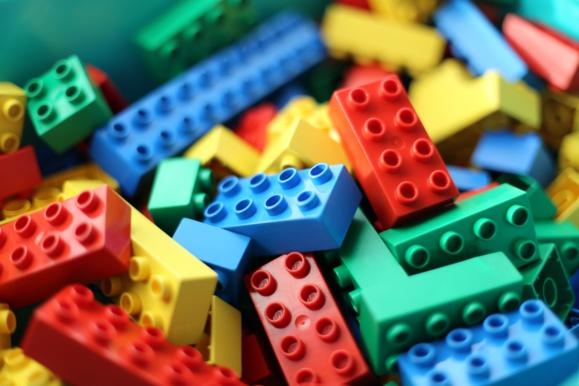 Lego ne fera plus de publicité dans un tabloïd xénophobe