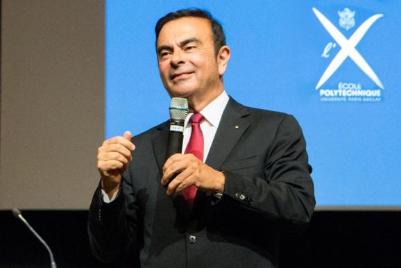 Carlos Ghosn cède les rênes opérationnelles de Nissan