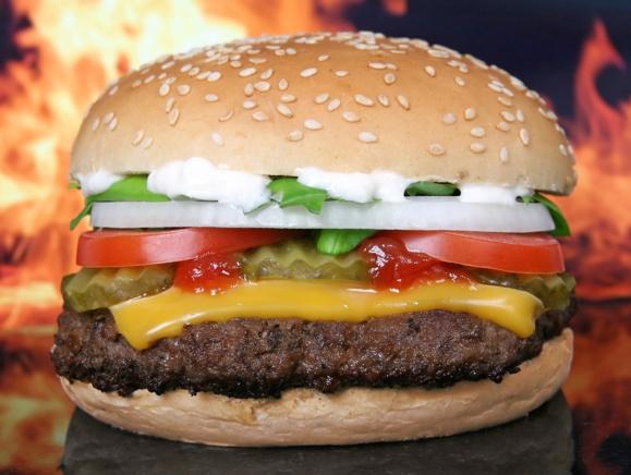 Burgers : Carl's Jr s'implante en France