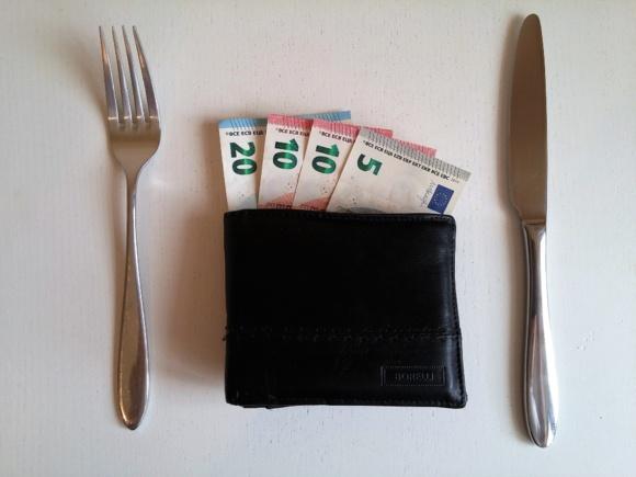 Compléments de salaire : 2 422 euros par salarié et par an en France