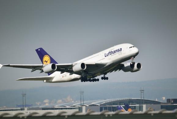 Après Air Berlin, Lufthansa montre de l'intérêt pour Alitalia