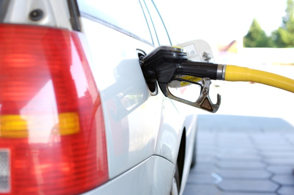 L'essence coûte un peu moins cher