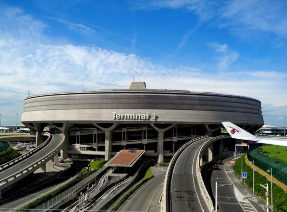 Baisse des taxes pour les compagnies aériennes en France