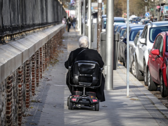 Personnes dépendantes : Terra Nova plaide pour un meilleur financement de leur prise en charge