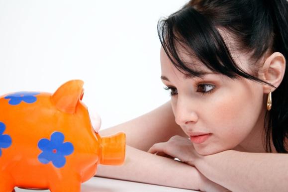 Les Français donnent 270 euros par mois en moyenne à leurs proches