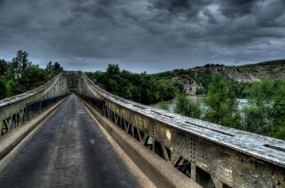 Davantage d'argent pour les routes et les ponts en France