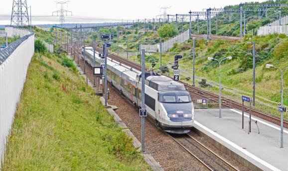 inOui, le nouveau TGV haut de gamme de la SNCF, entre en piste