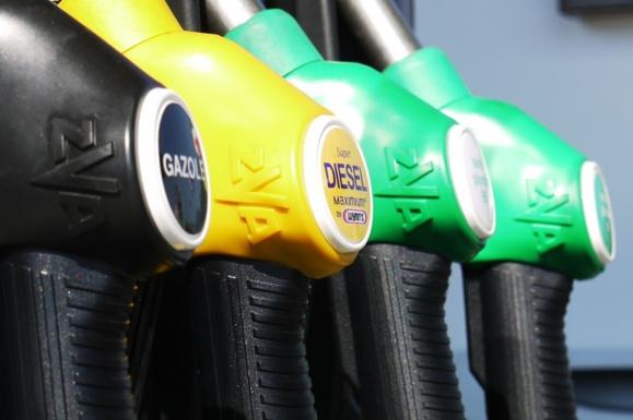 Essence : les prix à la pompe sont en forte baisse