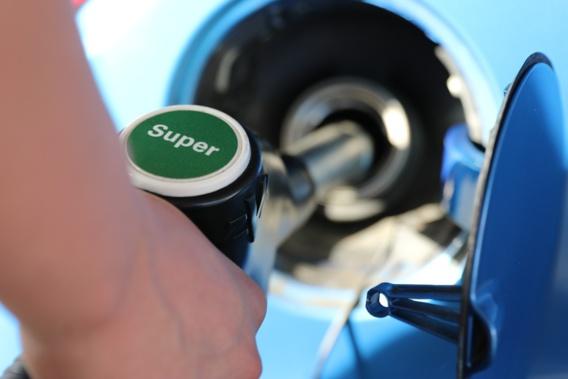 Les prix des carburants toujours en baisse