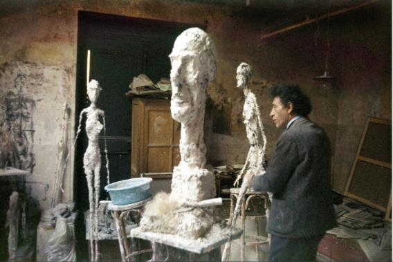 Alberto Giacometti dans l'atelier 1959 Photo Ernst Scheidegger Fondation Giacometti © Succession Alberto Giacometti (Fondation Giacometti + Adagp 2020)