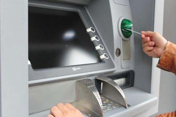 Frais excessifs sur les paiements par cartes bancaires : sanction de 2,8 millions d'euros pour six banques
