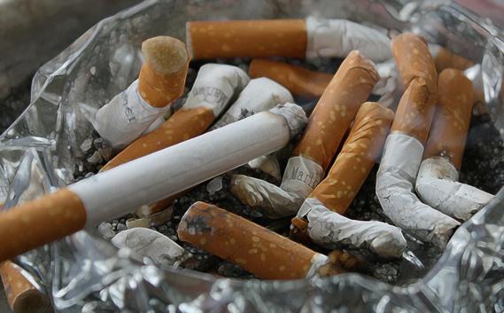 Les fabricants de cigarettes vont financer le nettoyage des mégots abandonnés