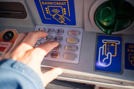 Le nombre de distributeurs automatiques de billets en recul en 2020