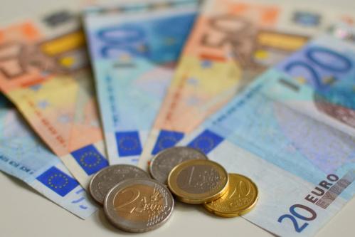 Le SMIC devrait donc augmenter à 1 138 euros nets mensuels à partir du 1er janvier 2014.
