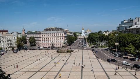 Plus de 100 000 manifestants se sont rassemblés à Kiev dimanche pour manifester contre la position du président ukrainien, contre un rapprochement avec l'Union européenne.