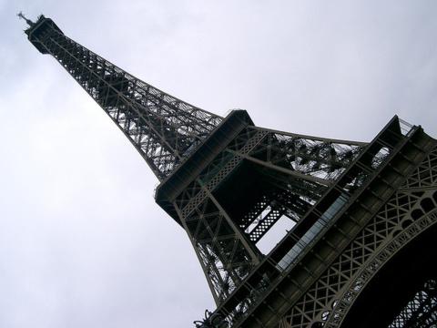 L'aménagement des sous-sols de la Tour Eiffel pourrait coûter une centaine de millions d'euros.