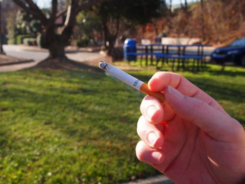 Le prix du paquet de cigarettes le plus vendu montera donc à 7 euros, au 1er janvier 2014.