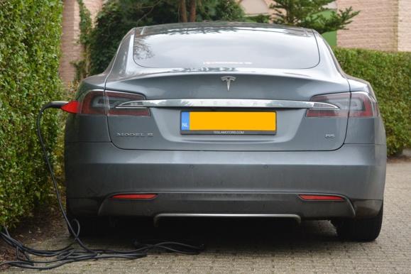 Tesla vend 2 milliards d'actions pour financer sa croissance