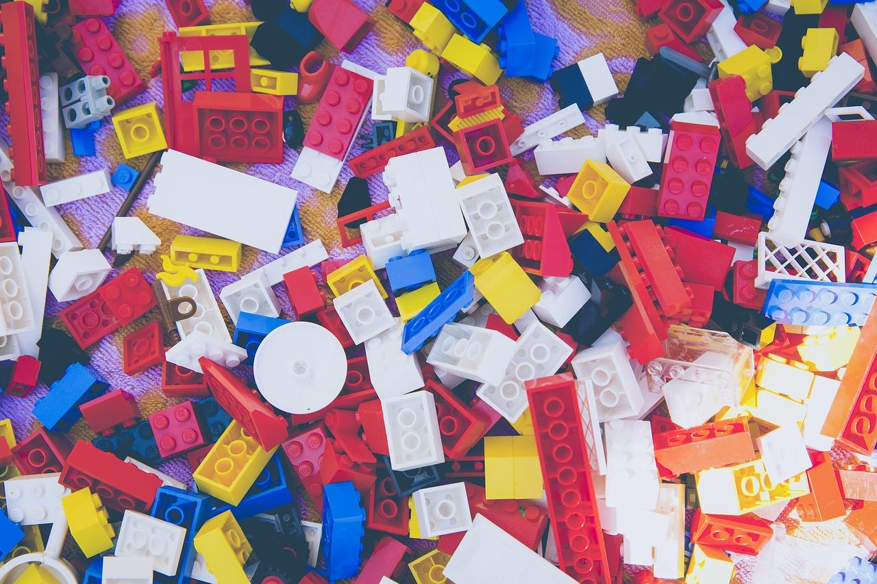 Lego vend beaucoup de briques en plastique