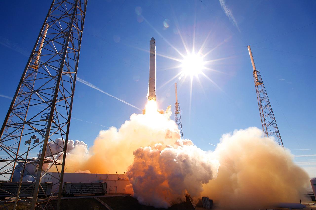 Après une explosion, SpaceX réussit le lancement d'une nouvelle fusée