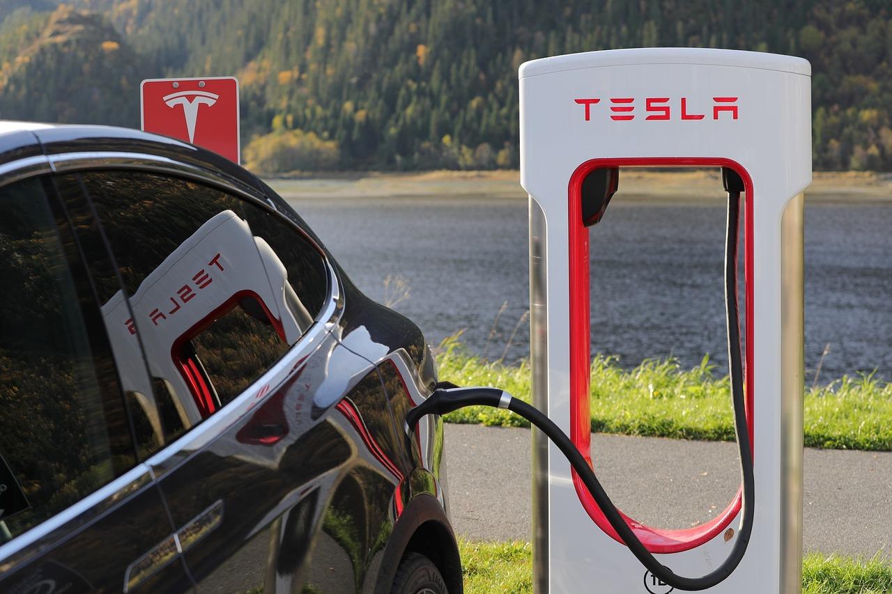 Tesla dépasse Ford à la Bourse