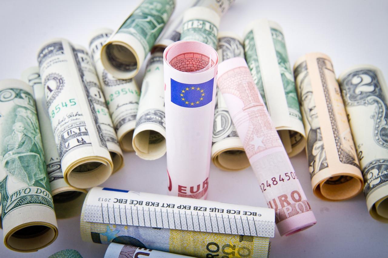 L'euro continue de s'apprécier face au dollar