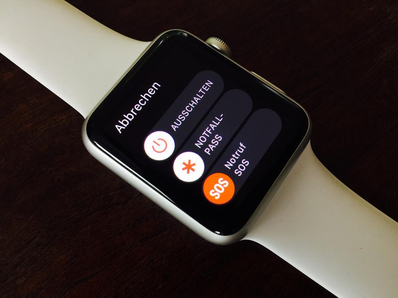 fitbit lance une montre connect e concurrente de l apple watch. Black Bedroom Furniture Sets. Home Design Ideas
