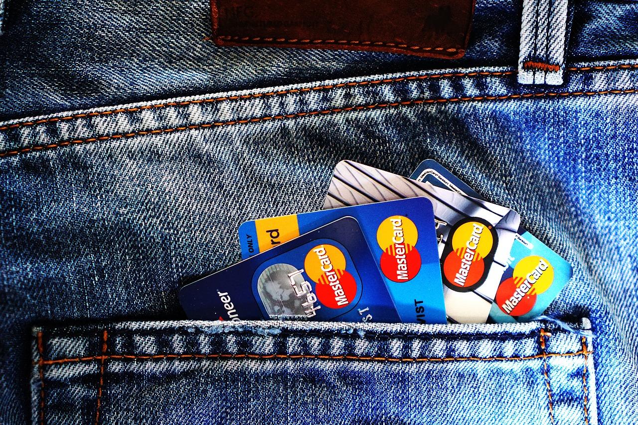 Les frais bancaires sont moins élevés chez les banques en ligne