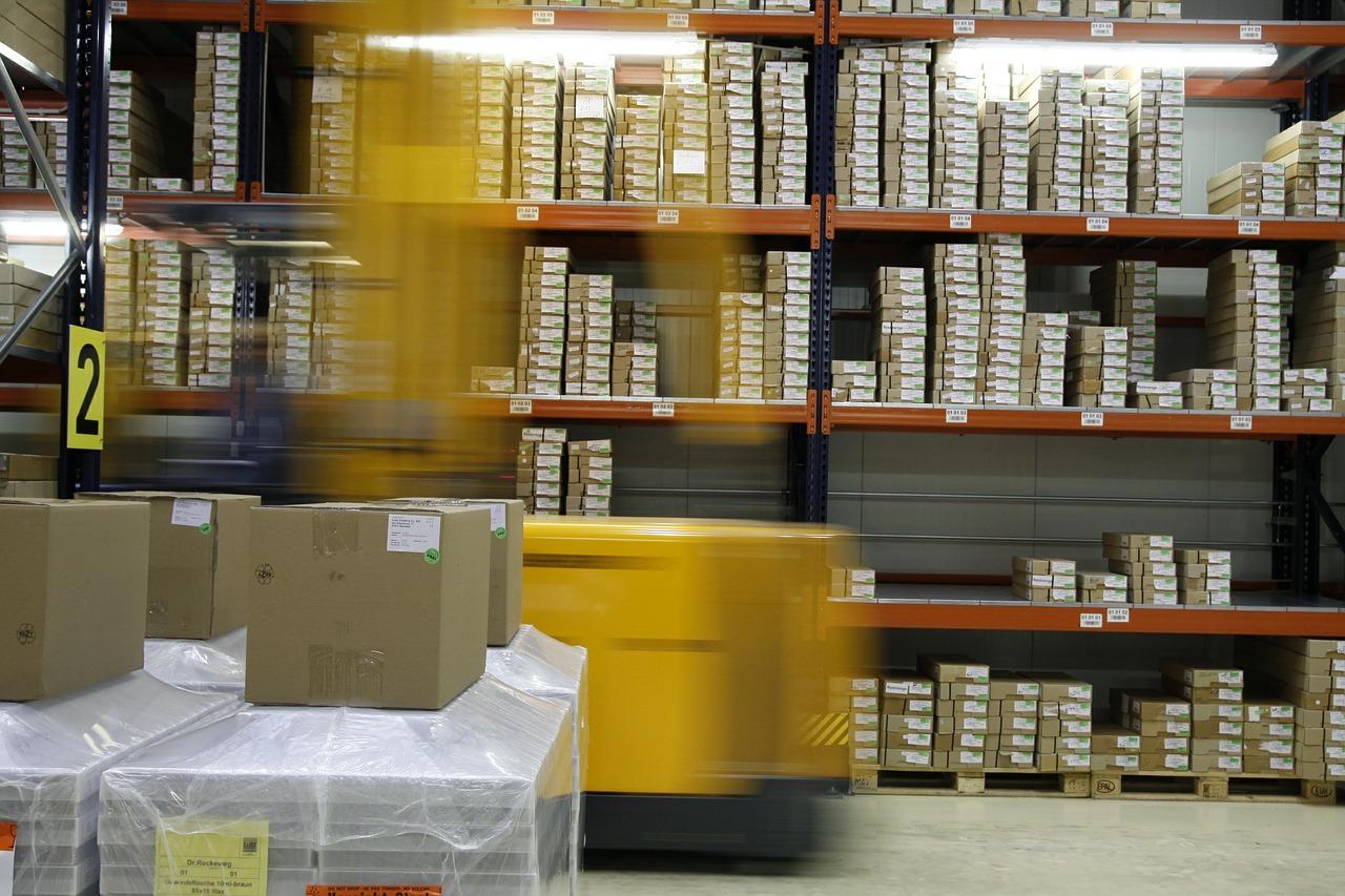 Amazon installe ses consignes jaunes dans les gares