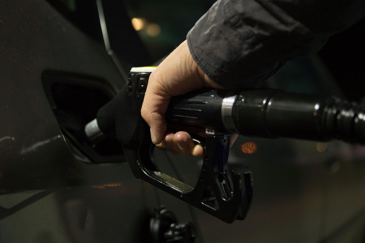 Les prix à la pompe sont toujours en baisse