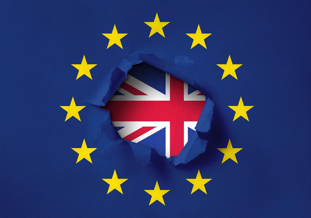 Brexit : les députés britanniques rejettent l'accord de Theresa May