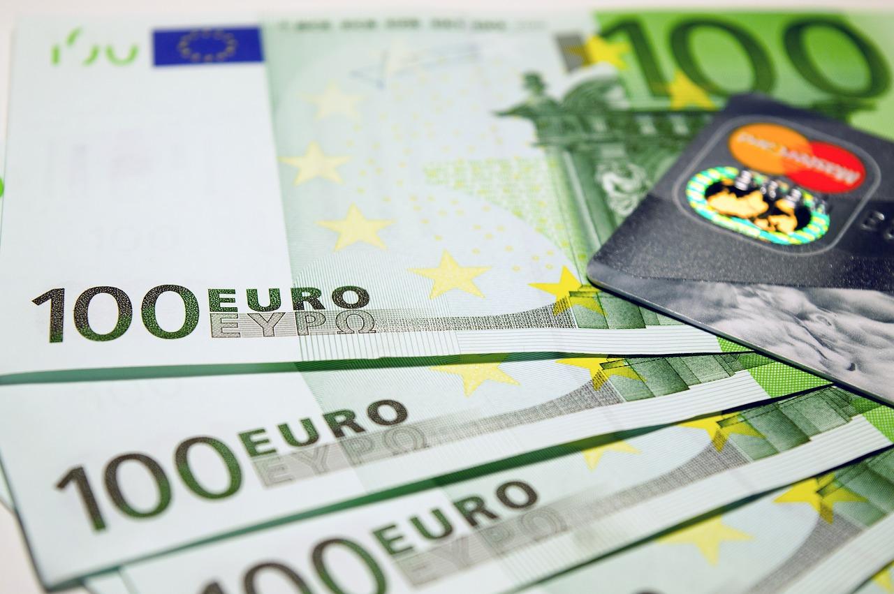 Les nouveaux billets de 100 et de 200 euros bientôt en circulation
