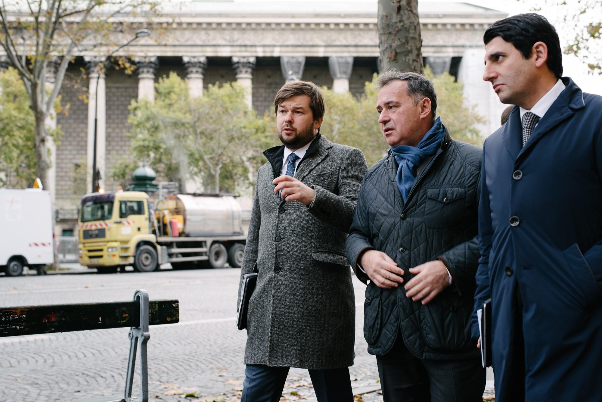 Pavel SOROKINE (vice-ministre de l'énergie), Pascal LOROT (président de l'institut Choiseul), Azer TALYBOV (vice-ministre du développement économique). Photo : Adrien Thibault