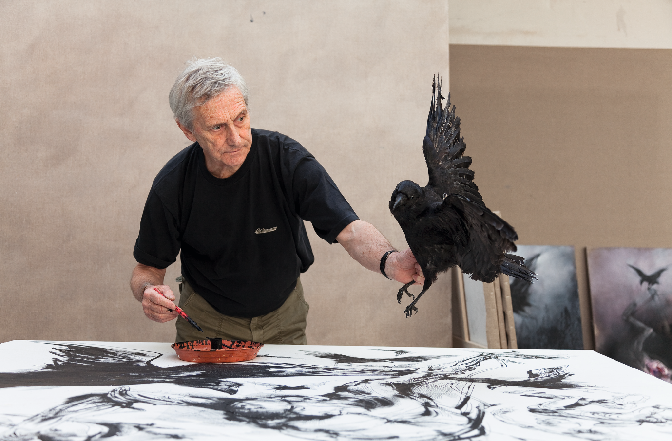 Vladimir Velickovic dans son atelier, 2010_Photo © Zarko Vijatovic