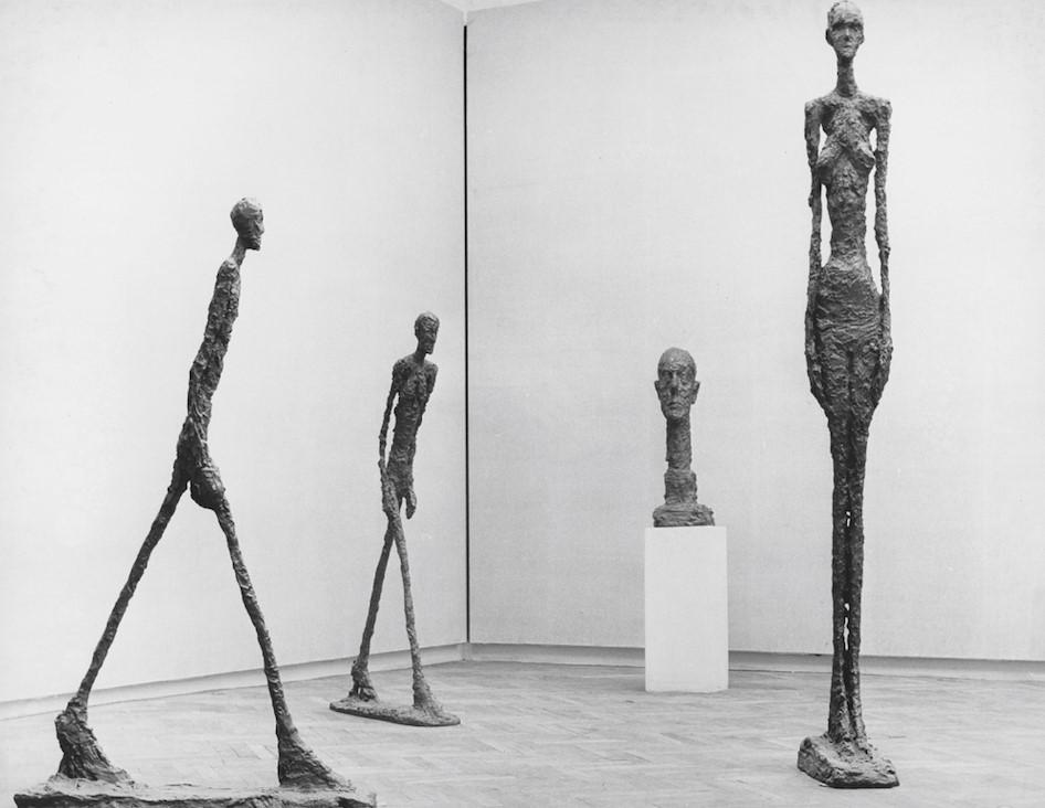 Vue de l'exposition Alberto Giacometti a la Biennale de Venise 1962 photo Bo Boustedt Fondation Giacometti  © Succession Alberto Giacometti (Fondation Giacometti + ADAGP) Paris 2020