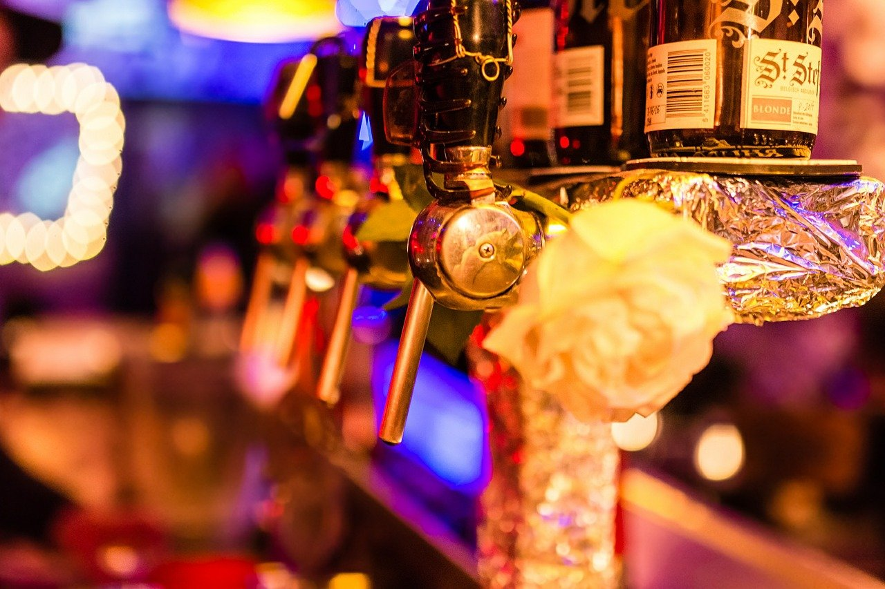 Zone d'alerte maximale à Paris : les bars fermés, les restaurants toujours ouverts