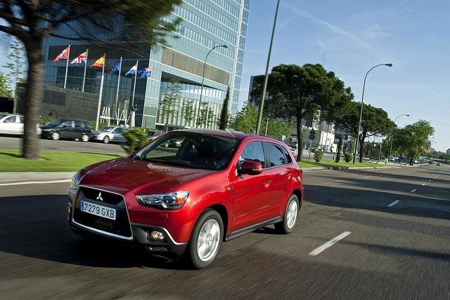 Renault va céder deux modèles de berlines commercalisées sous la marque Mistubishi.