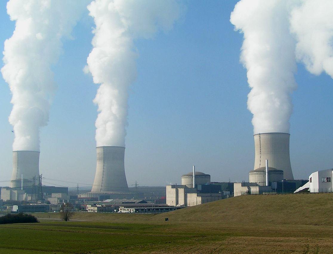 L'équivalent de la moitié de la consommation française annuelle de chaleur part en fumée... (centrale nucléaire de Cattenom, crédit : Stefan Kühn)