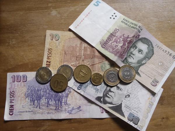 L'Argentine orchestre une dévaluation inattendue du peso