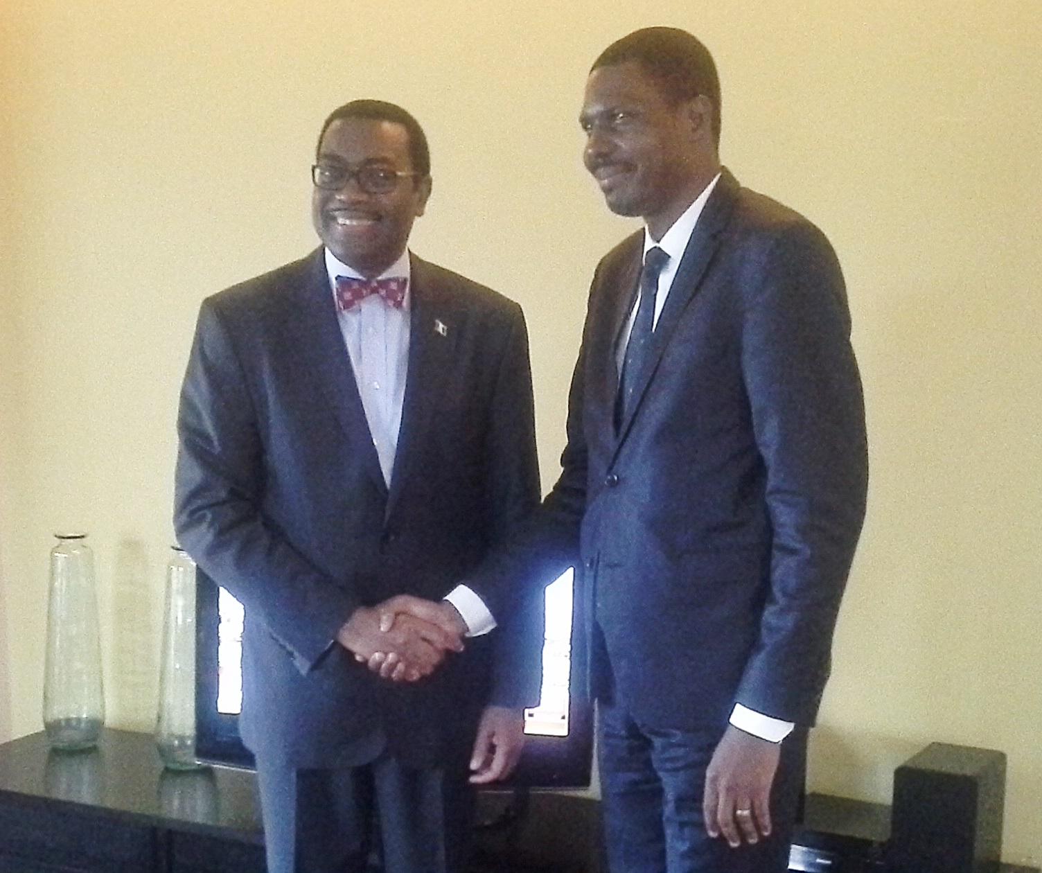 Daniel Edah (à droite) avec le Président de la Banque africaine de développement