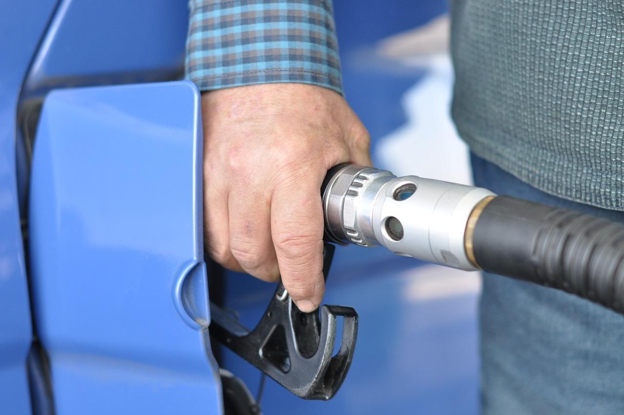 Les stocks stratégiques de pétrole approvisionnent certaines stations service