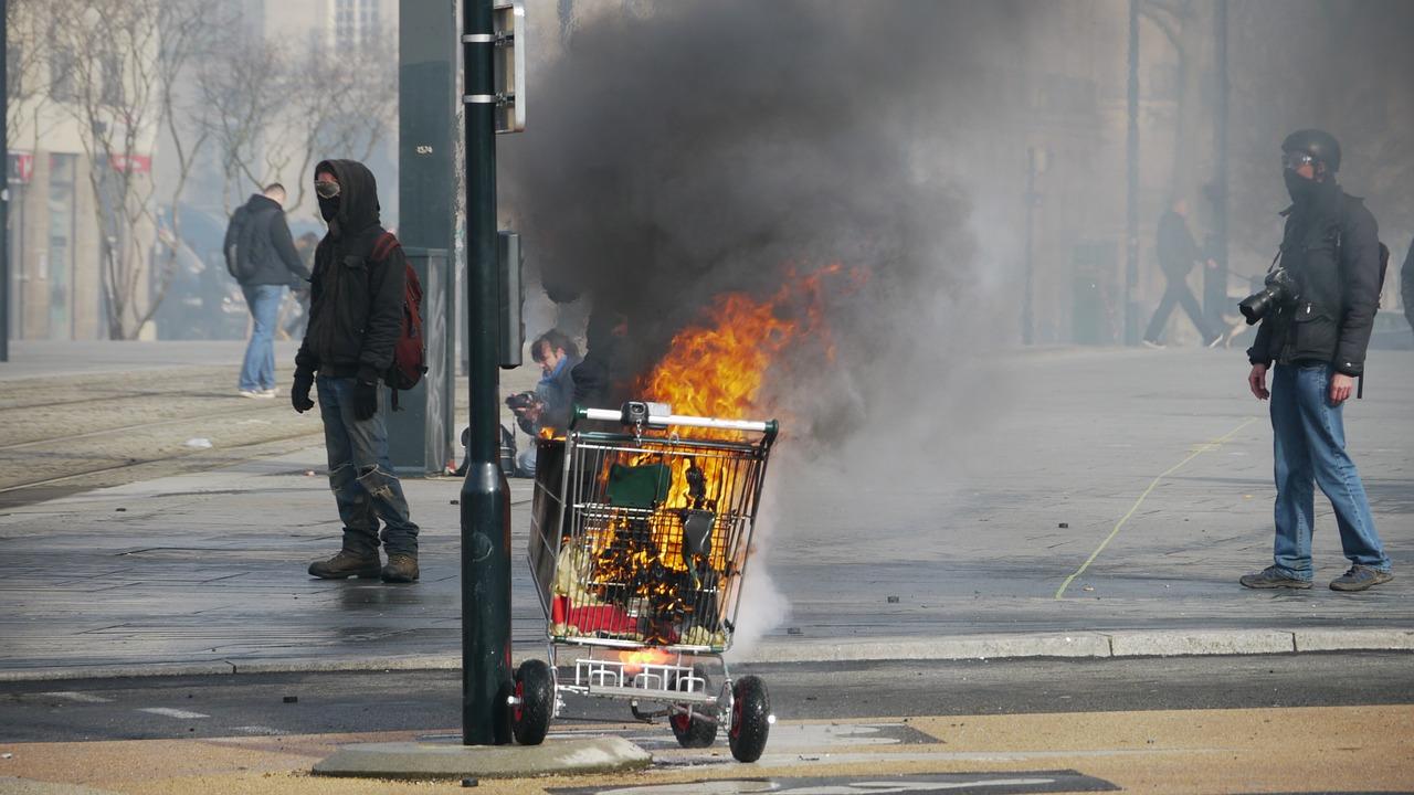 Pierre Gattaz : les minorités qui bloquent le pays sont des « terroristes »