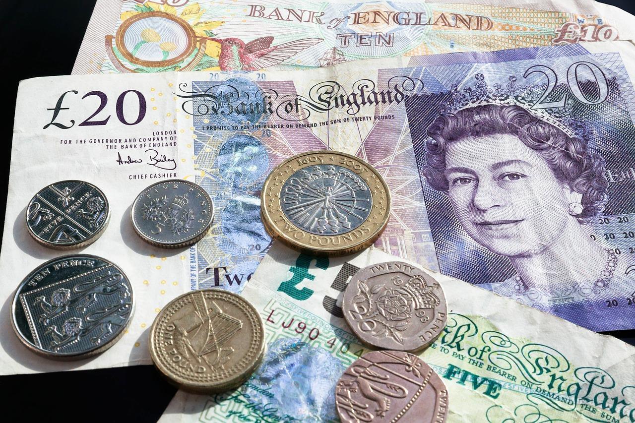 Brexit : la livre sterling plonge face à l'euro