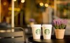 Starbucks ferme des cafés et récompense ses actionnaires