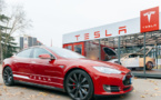 Tesla vend des voitures, sans générer de profits