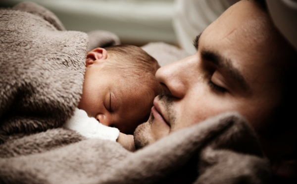 Congé paternité : la durée doublée par le gouvernement en 2021