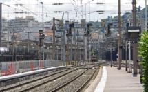 SNCF : la grève se poursuit lundi, Edouard Philippe ira «jusqu'au bout »