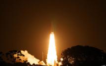 Astrium et ArianeSpace signent une commande de 18 fusées Ariane 5